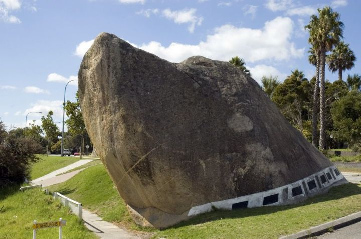 Dog_Rock_Albany Source Wikimedia Commons